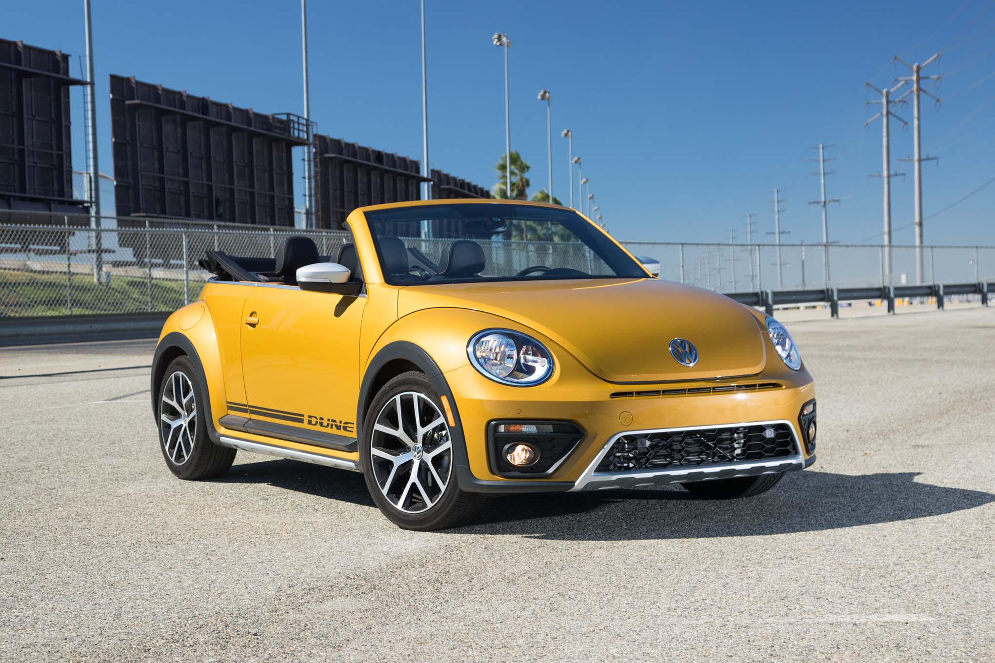 2017 volkswagen beetle convertible wallpaper background