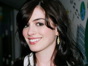 Anne Hathaway Smile Wallpaper Background