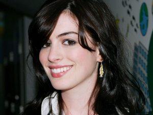 Anne Hathaway Smile Wallpaper Background