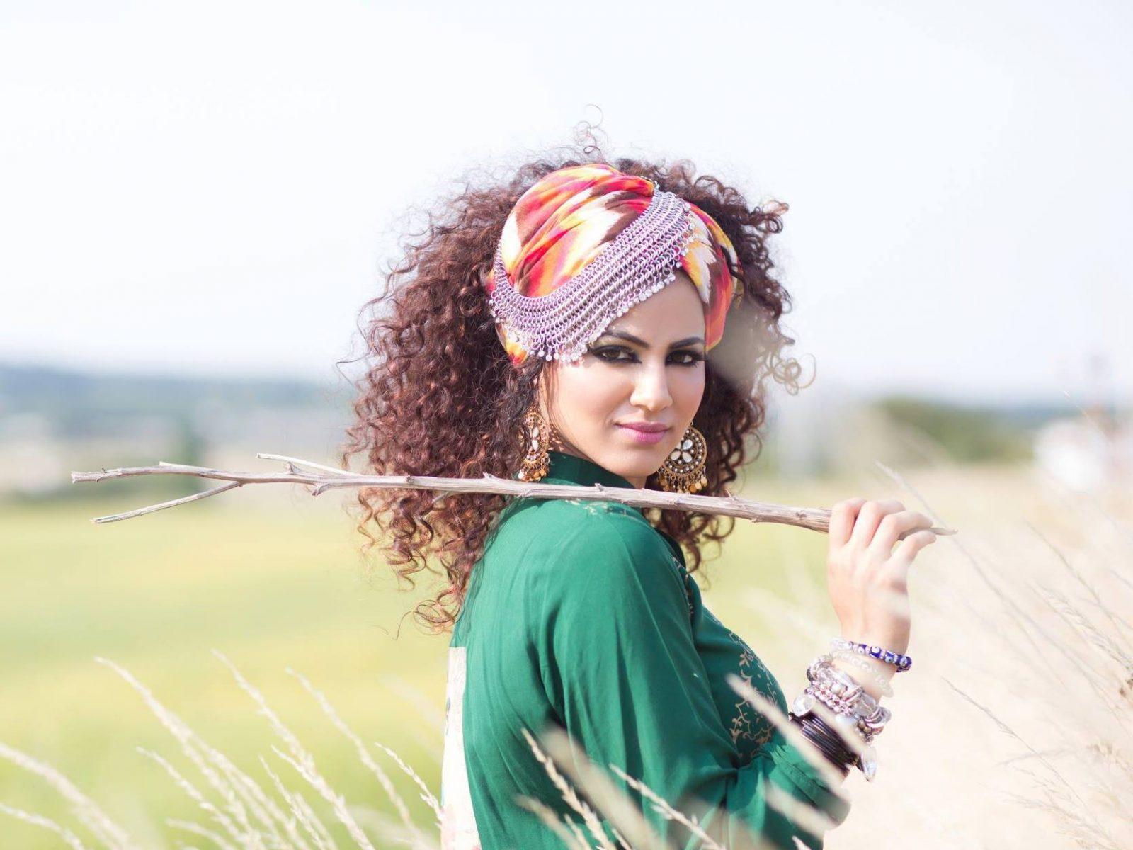 Annie Khalid In Green Dress Wallpaper Hd Wallpaper Background