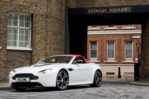 aston martin vantage v12 wallpaper