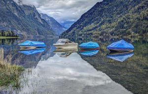 Boats in Lake Wallpaper