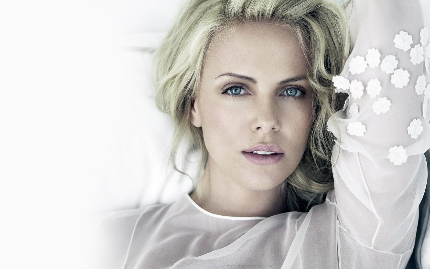 Mobile WVGA 240x400 480x800 400x240 Smartphone 169 540x960 720x1280 IPhone 5 S 640x1136 6 750x1334 Charlize Theron Hot Wallpaper