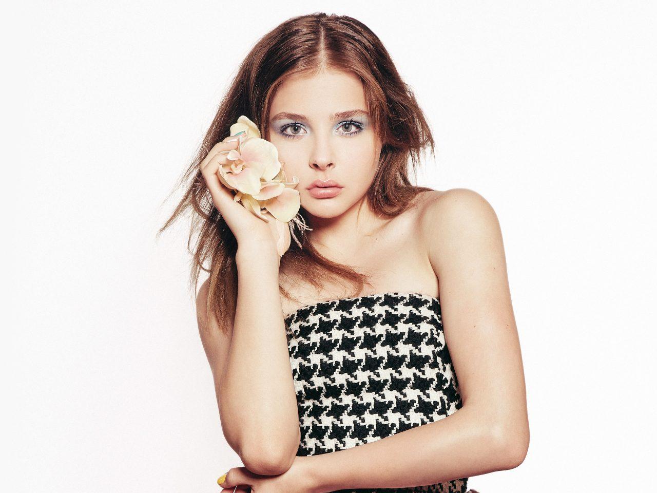 Chloe Moretz with Flowers 4K 5K Wallpaper