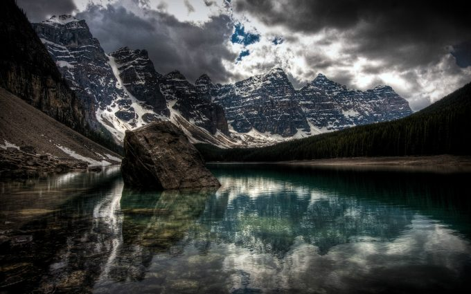 cloudy mountains wallpaper background
