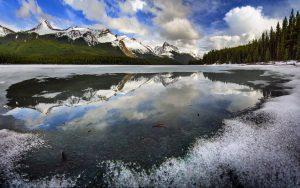 Frozen Lake 4K Wallpaper
