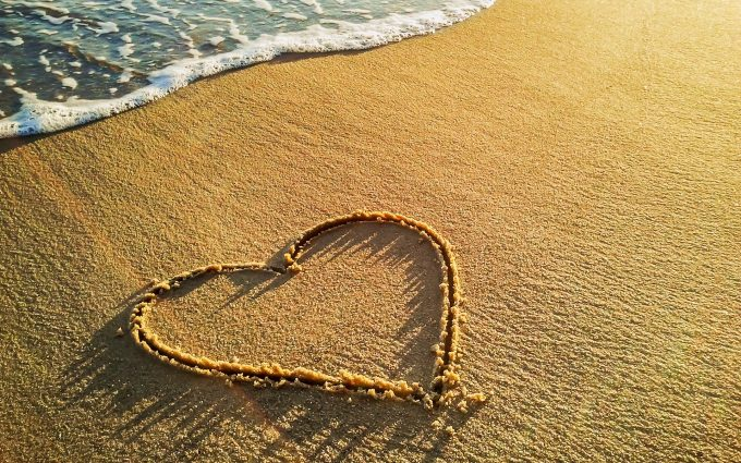 heart on sand wallpaper background