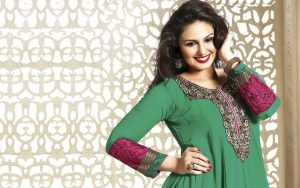 Huma Qureshi Green Dress Wallpaper