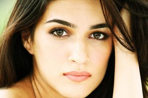 kriti sanon eyes wallpaper background
