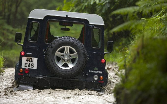land rover defender off road wallpaper background