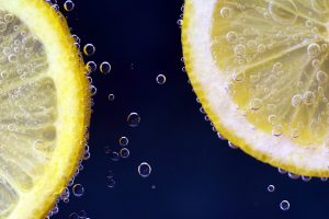 lemon in water 4k 5k wallpaper