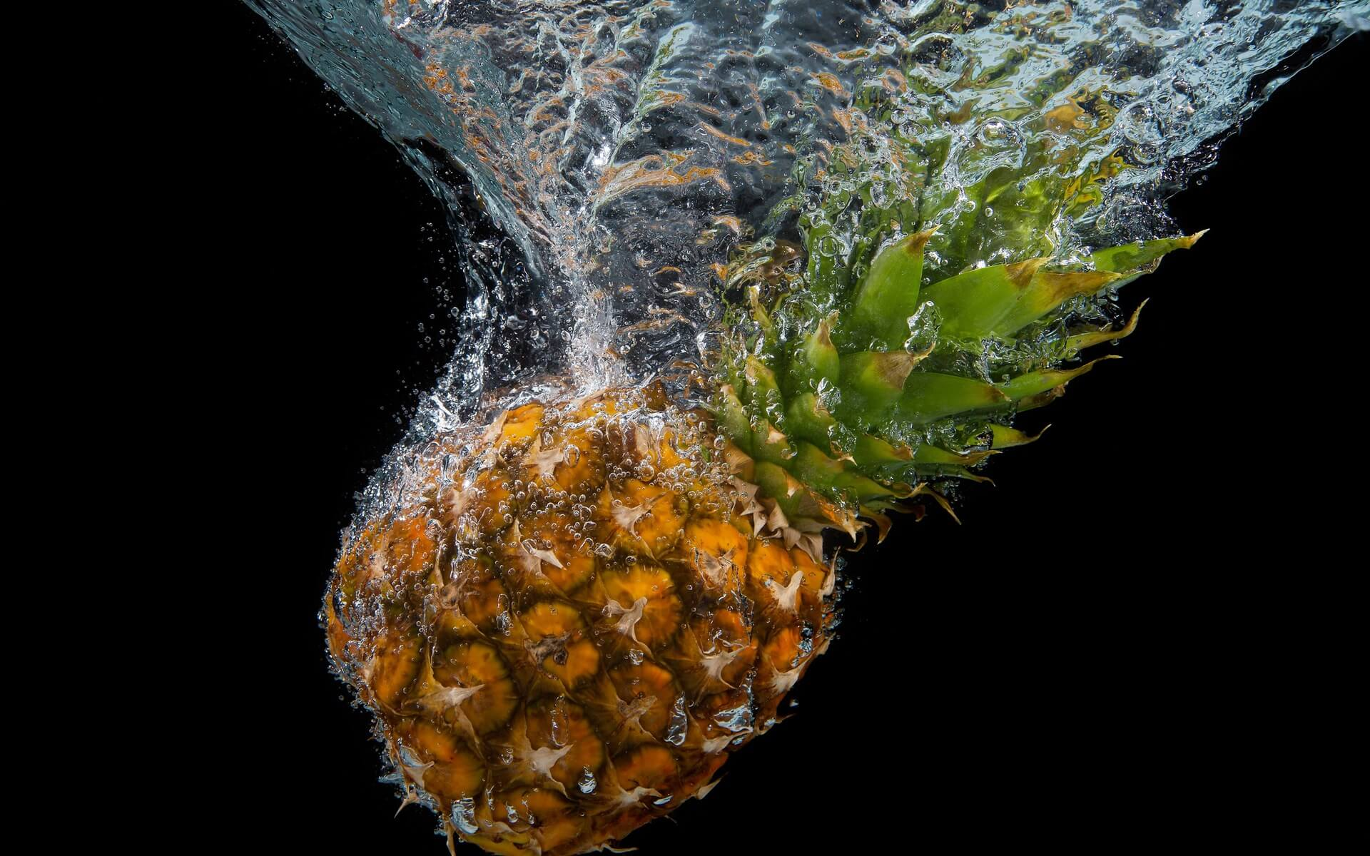 pineapple underwater wallpaper background