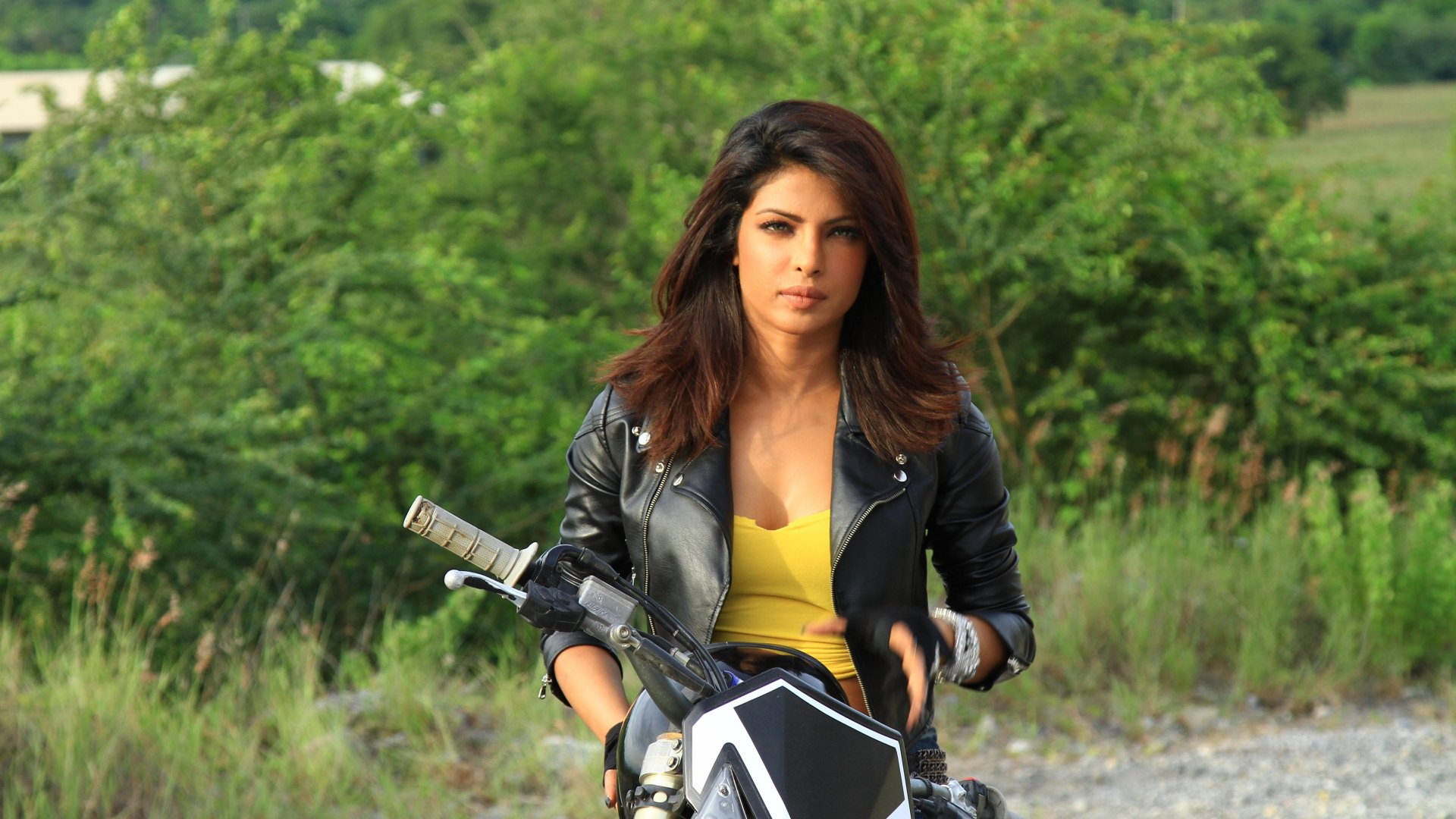 priyanka chopra on bike wallpaper background