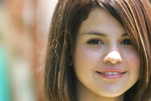 selena gomez eyes wallpaper background