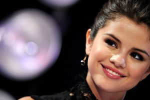 selena gomez smile wallpaper background