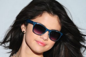 selena gomez sunglasses wallpaper background