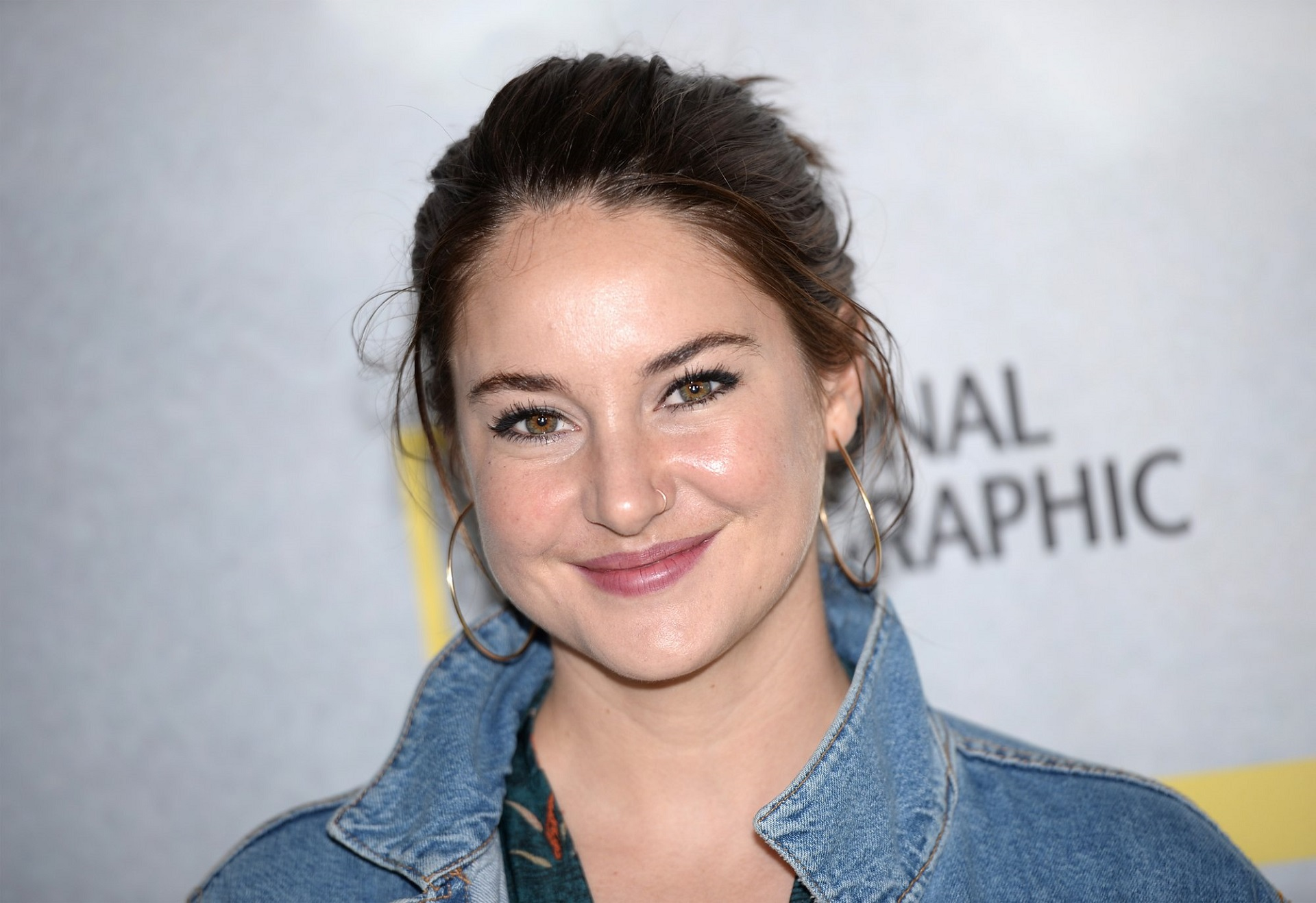 shailene woodley widescreen wallpaper background