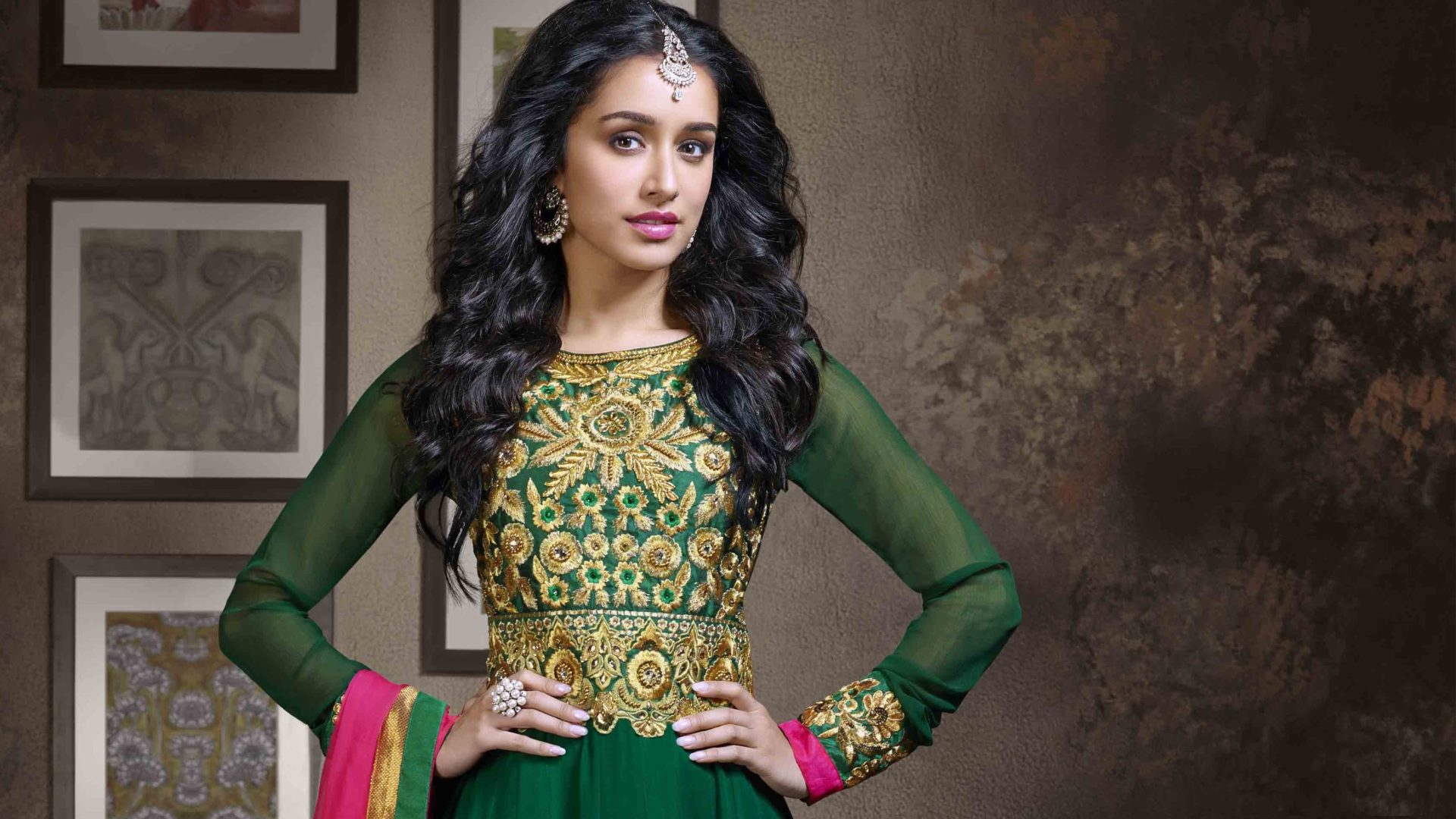 shraddha kapoor green dress wallpaper background