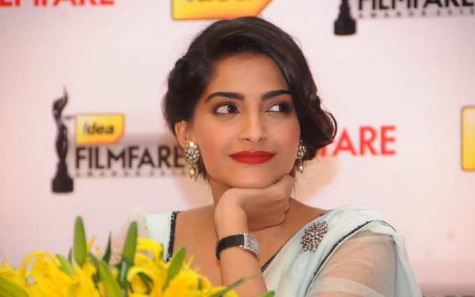 sonam kapoor hd wallpaper background
