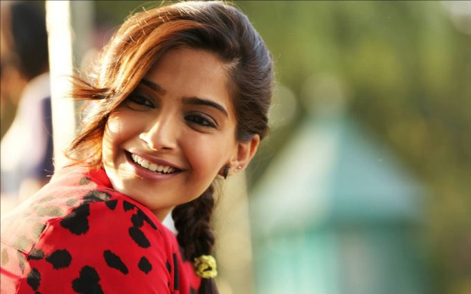 sonam kapoor red dress wallpaper background
