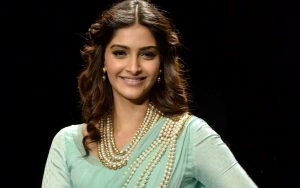 Sonam Kapoor Smile Wallpaper