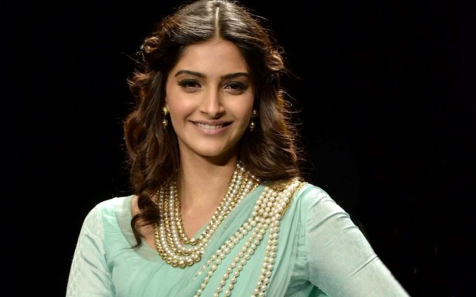 sonam kapoor smile wallpaper background