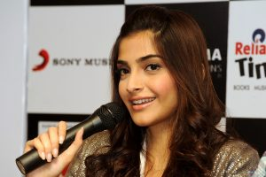 sonam kapoor widescreen wallpaper background