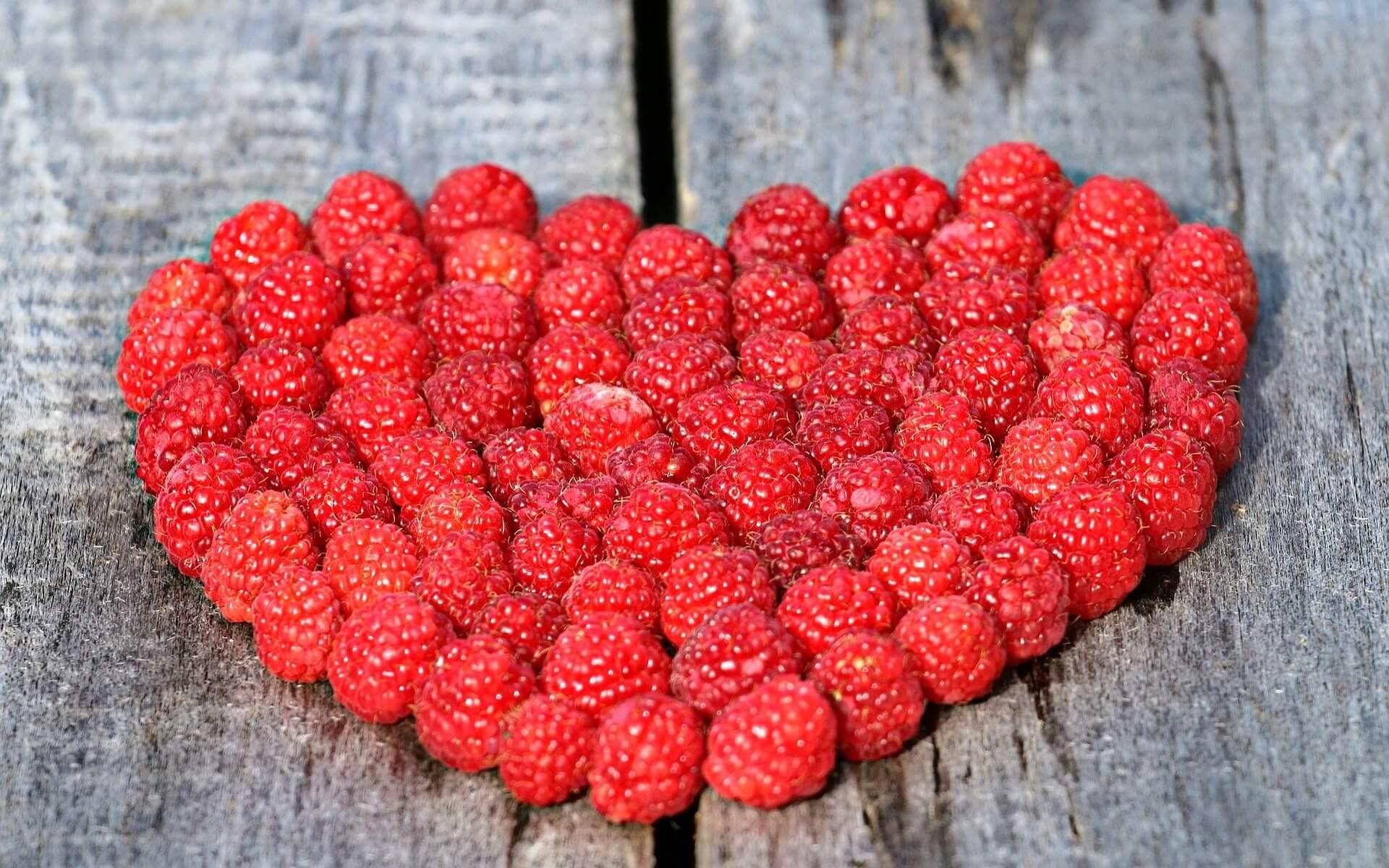 strawberry heart wallpaper background
