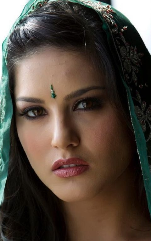 Sunny Leone In Green Dress Wallpaper Hd Wallpaper Background