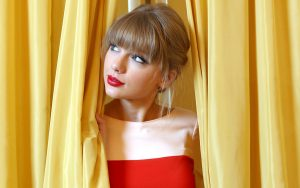 Taylor Swift Beautiful Eyes Wallpaper