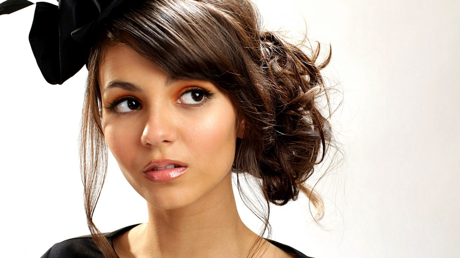 Victoria Justice Hair Style Wallpaper Hd Wallpaper Background