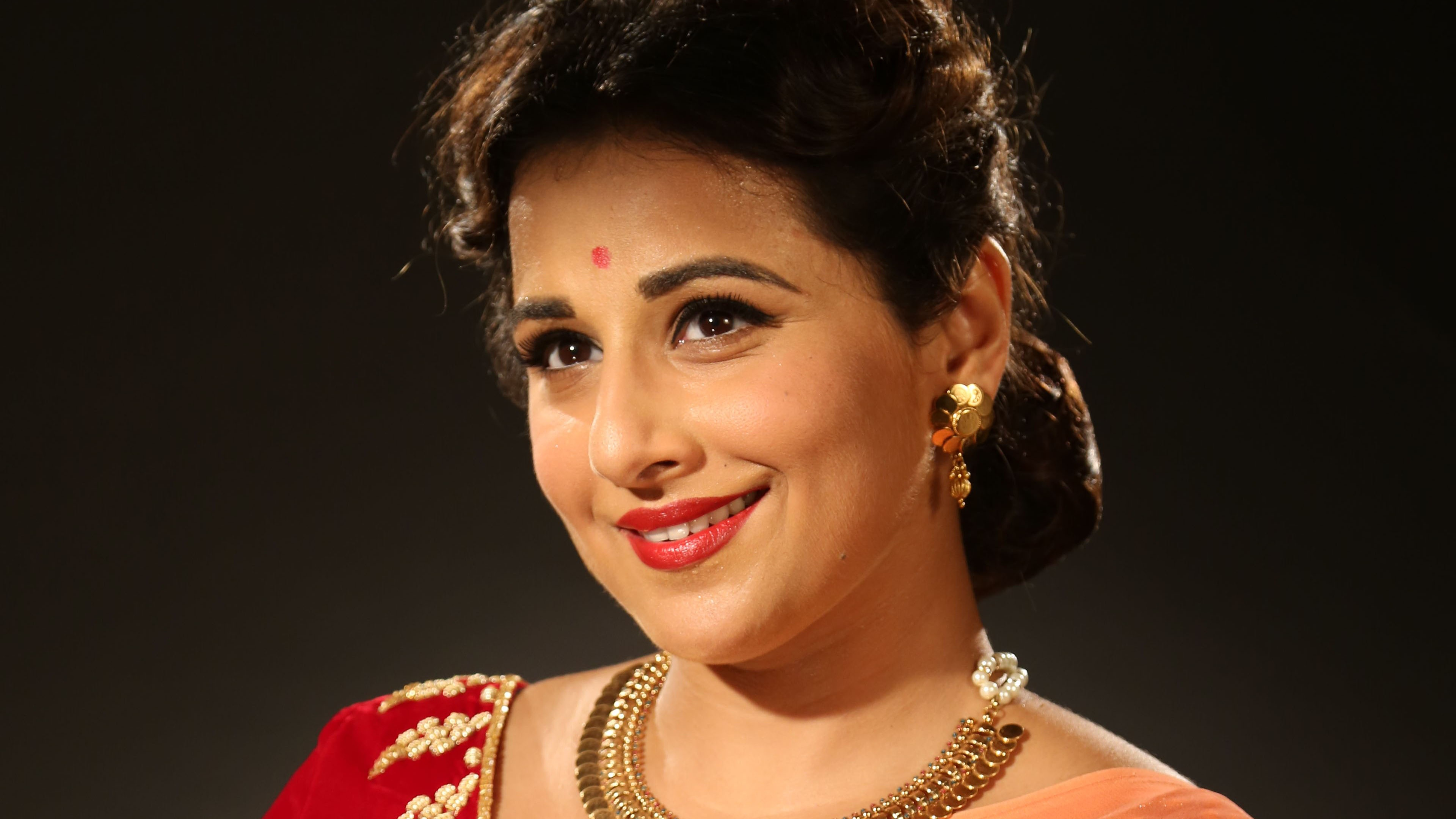 vidya balan wallpaper 4k background