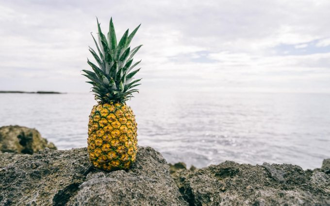yellow pineapple wallpaper background